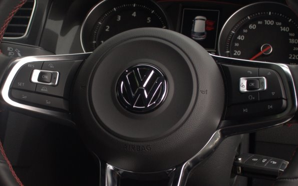 vw-golf-steering-wheel-buttons