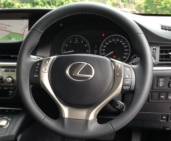 steering-wheel-lexus-gs300