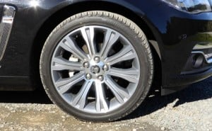 holden-calais-2014-wheel-and-tyre