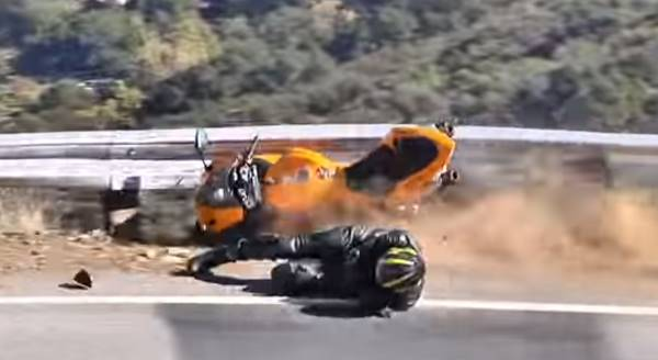 motorbike crash lowside