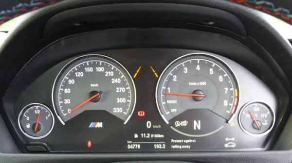 BMW M4 Coupe 2014 instruments