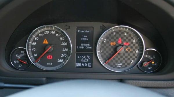 Mercedes-Benz CLC 200 Kompressor dials