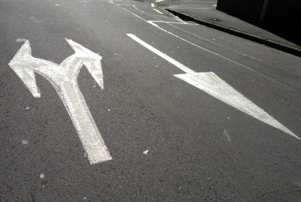 two way traffic road markings