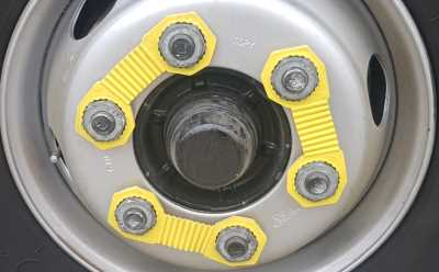 Banana wheel nut indicator