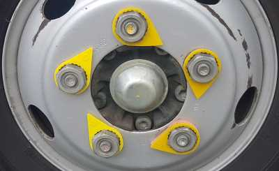Lug nuts indicated in a clockwise pattern